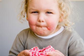 给孩子一块棉花糖,就能看出孩子是否有出息?不信你就试试!