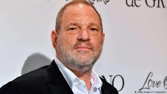 双语:好莱坞金牌制作人因性骚扰被自家公司解雇