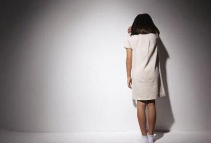 """4岁女孩发脾气要""""自杀"""" 家长疑受电视剧影响"""