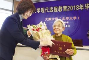 """清华""""学霸奶奶""""告诉你:你只管学习,上天会负责考量。"""