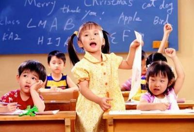 """亲子教育指南:""""儿时不竞争 长大才胜出"""""""