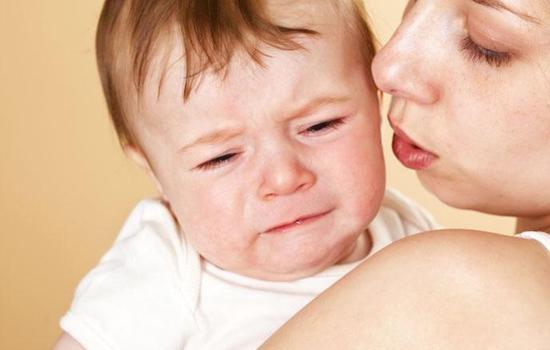 父母不是惩罚者,不要孩子一哭闹就关小黑屋