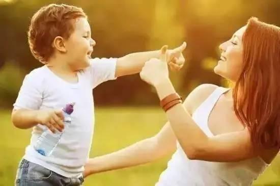 记得每天问可能改变孩子一生的四句话