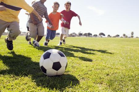 特长培训:揭秘孩子学踢足球的基本要求