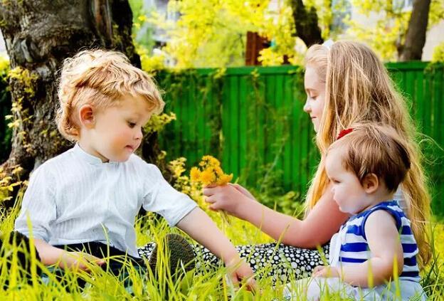 家长必知八大秘诀:让你的孩子从小开朗乐观