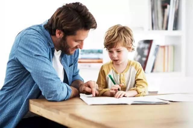 家长培养孩子最佳学习习惯,要比上补习班更管用