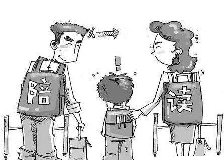 """""""中国式陪读""""要多大的成本?""""牺牲家长自己""""成为最高境界"""