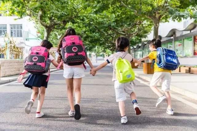 """今天北京百万中小学生的暑假开始了,假期健康""""打卡""""不能停"""